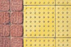Tastpflastersteine auf dem Bürgersteig Stockbild
