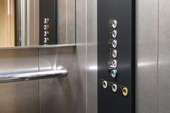 Taststellenikonen f?r die Person mit Sehst?rungen Aufzugskn?pfe Nahaufnahme des selektiven Fokus lizenzfreies stockfoto