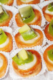 Tasty little tarts with kiwi fruit Royalty Free Stock Images
