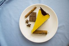 Tasty mango cheesecake with chocolate 10 Royalty Free Stock Photography