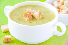 Zucchini cream soup with croutons Royalty Free Stock Photos