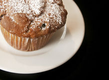 Tasty muffin. A mufin on a plate waiting to be consumed Royalty Free Stock Photography