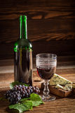 Tasty red wine with grapes and blue cheese Stock Photography