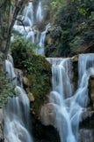 Tat Kuang Si-watervallen dichtbij Luang Prabang, Laos royalty-vrije stock afbeeldingen