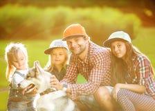 Tata i jego 3 córki Fotografia Royalty Free