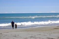 tata mnie na plaży Zdjęcia Stock