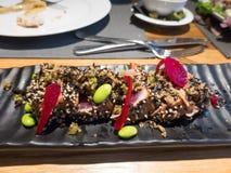 Tataki тунца с сезамом и азиатским салатом Стоковая Фотография RF