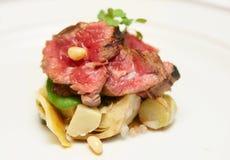 Tataki styl smażąca wołowina z karczochami Obrazy Stock