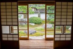 Tatami e Shoji o quarto japonês velho. Fotografia de Stock