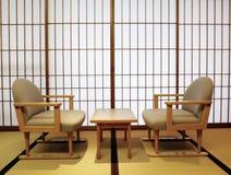 Tatami, portes coulissantes de shoji, table et chaises photos libres de droits