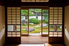 Tatami y Shoji el viejo cuarto japonés. Fotos de archivo