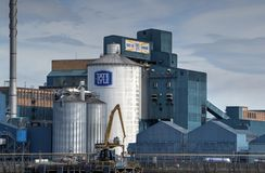 Tate en Lyle Sugar Refinery naast Rivier Theems royalty-vrije stock foto