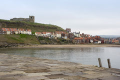 Tate Hill avec l'église de St Marys, Whitby Photo libre de droits