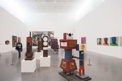 Tate Modern museom του Λονδίνου, μια προσοχή τουριστών ένα έργο τέχνης Στοκ Εικόνα