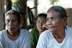 Tatoed kvinnor för haka stam, Myanmar Arkivfoton