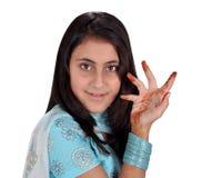 Tatoegering op hand met meisjesgezicht Stock Foto's