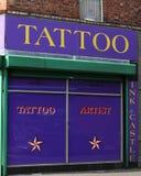 Tatoegeringskunstenaar Belfast Stock Fotografie