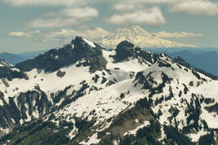 Tatoosh-Strecke und Berg Adams, Washington, USA Stockbild