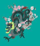 Tatouage japonais de dragon avec le tatouage de fleur de cerise et de fleur de pêche Image libre de droits