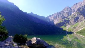 Tatra山的在日出,波兰惊人的湖 股票录像