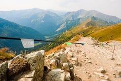 Остановите подпишите внутри горы Tatra стоковые фото
