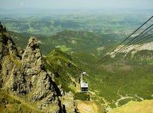 Tatra berg i Polen, nära staden Zakopane, bergbana arkivbild