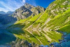 Tatra berg landskap natursjödammet Carpathians Polen Arkivbilder