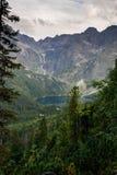Tatra bergMorskie Oko sikt i Polen Royaltyfri Bild