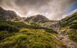 Tatra-Gebirgslandschaft mit Skok-Wasserfall Stockfoto