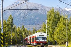 太脱拉电铁路在高Tatras,斯洛伐克训练 免版税图库摄影