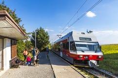 太脱拉电铁路在高Tatras,斯洛伐克训练 库存图片