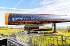 Tatranska Lomnica, Slovacchia, una corsa con gli sci e località di soggiorno di escursione Fotografie Stock Libere da Diritti