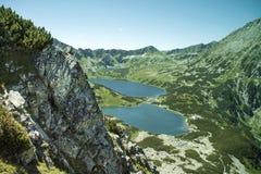 Tatras berg, dal av fem damm Sikt på berg och två sjöar Arkivbilder