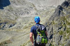 TATRAS SISTANI, SIERPIEŃ, - 26, 2016: Wycieczkowicza odprowadzenie na wierzchołku w Tatras górach Zdjęcia Stock