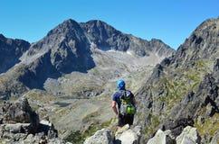 TATRAS SISTANI, SIERPIEŃ, - 26, 2016: Wycieczkowicza odprowadzenie na wierzchołku w Tatras górach Obrazy Royalty Free