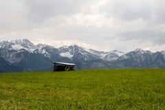 Tatras und Hütte Stockfoto