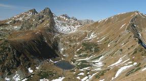 Tatry - lago da montanha de Jamnicke do amante foto de stock royalty free