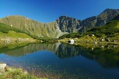 Tatry - lago della montagna Fotografie Stock