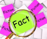 Tatsachen-Fiktions-Haftnotiz-Papier-Mittelwahrheit oder Mythos Stockbild