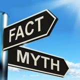 Tatsachen-Mythos-Wegweiser bedeutet die korrekten oder falschen Informationen Stockbilder