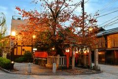 Tatsumi DaimyÅ jin relikskrin på Kyoto Gion Shirakawa District arkivfoto