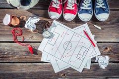 Tattiche di formazione di calcio sullo scrittorio della scuola Immagine Stock