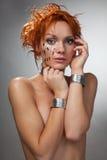 Tatto futuristico della donna timido Fotografia Stock