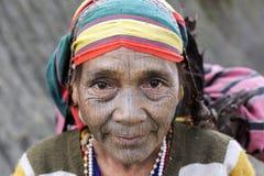 Tattoed kvinna för haka stam (Yin Duu) Arkivfoto