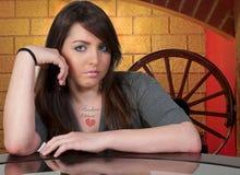 красивейшая женщина tattoo сломленного сердца Стоковое Изображение