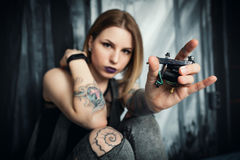 Tattoo artist in a studio Royalty Free Stock Images