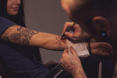 Tattooer makes scetch Royalty Free Stock Images