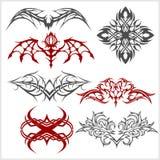 A tatuagem ajustou-se no estilo tribal no fundo branco Foto de Stock Royalty Free