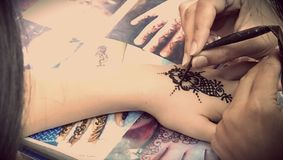 Tatuaje de la alheña imagen de archivo