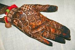 Tatuaje de la alheña en las manos imagen de archivo libre de regalías